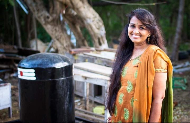 அமெரிக்காவில் அசத்தி வரும் தமிழ்ப் பாடகி பைரவி தண்டபாணி